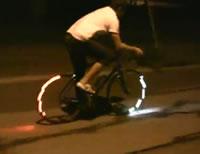 自転車のタイヤに取り付けるライト