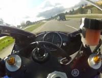 バイクで299 km/h
