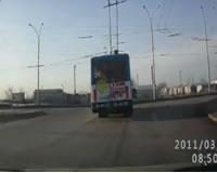 居眠り運転でバスに衝突