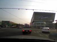 ガソリンスタンドに突っ込む瞬間搭載カメラで