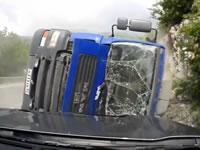 タンクローリー横転事故