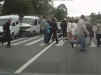 歩道手前で止まったらトラックに突っ込まれた