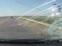 トラックから落ちたレンガがフロントガラスを直撃して女性が死亡