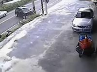 バイクと車の正面衝突事故