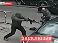 強盗3人組に襲われる
