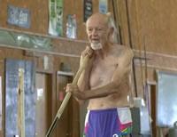 90歳おじいちゃんの棒高跳び