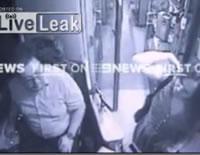 女性客を突き落とすバス運転手