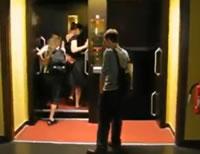 止まらないエレベーター