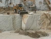 300トンの大理石ブロック