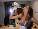 酒を飲む女性達