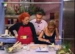 料理番組でおっぱいポロリ