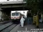 目の前に急行列車