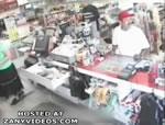 スーパーマーケットに強盗